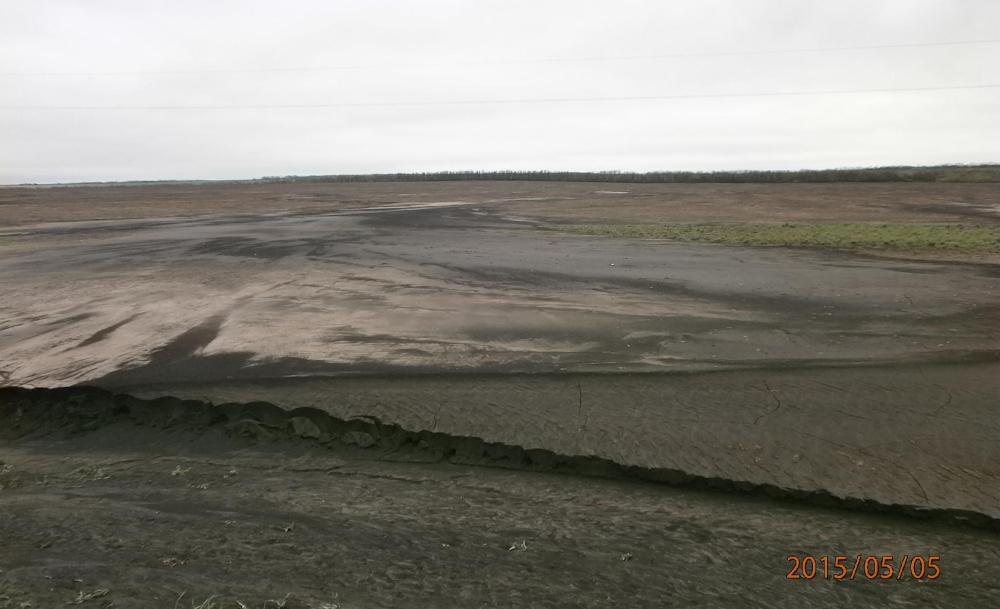 Почвообработка - причина водной эрозии почвы на поле.