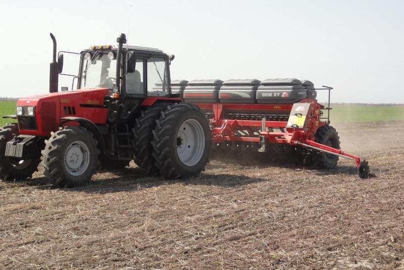 Идеальное сочетание сеялки и трактора: МТЗ-1221 и Semeato SSM-27